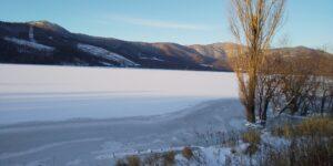 朝の金山湖奇麗